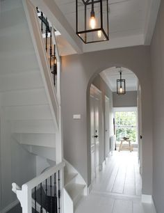 Love the idea of white floors. Gray Interior, Interior And Exterior, Interior Design, Hallway Designs, House Stairs, House Entrance, Deco Design, Hallway Decorating, Grey Walls