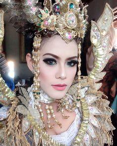@qqqnanti ..cantikkk TITIK.. hihi Wardrobe @jp_artcessories  Hairdo @tisnariaspengantin Photography @ganjar_mustika &team Thank u pokoknyaaa #project with kang Doel Sumbang (hutan kota babkan siliwangi) . . .  #mua#muabandung #muajakarta #beautyshot #fotocontest #beautycontest #makeupflawless #makeupbyme #makeupsunda #makeuphairdo #makeovers #makeupevent #makeupgeek #makeup