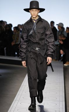 See all the Collection photos from Marcelo Burlon County Of Milan Autumn/Winter 2017 Menswear now on British Vogue Fashion Walk, Fashion Show, Mens Fashion, Vogue Paris, Interview, Military Fashion, Fashion Games, Fashion Sketches, Streetwear Fashion