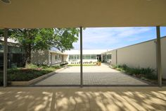 Courtyard, Barncroft Primary School, Havant, 2013, Hampshire County Council © Education Architecture, Primary School, Hampshire, Schools, Architects, Infant, Patio, Landscape, Outdoor Decor