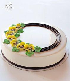 Cupcakes, Cupcake Cakes, Buttercream Cake Designs, Gift Box Cakes, Patisserie Design, Peanut Butter Mug Cakes, Felt Cake, Mirror Glaze Cake, Dessert Decoration