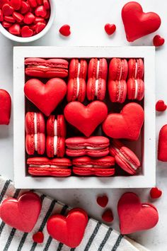 Heart Shaped Macarons filled with Cream Cheese Frosting, perfect for Valentine's Day, or any other celebration that involves love and hearts! Red Macarons, Macaron Cookies, French Macaroons, Macarons Chocolate, Macaron Video, Menu Saint Valentin, Macaron Flavors, Valentines Day Desserts, Valentines Baking