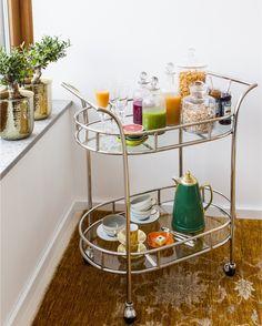 Unna dig den perfekta långfrukosten med nypressade juicer färska frukter och läckra detaljer. #oscarclothilde by oscarclothilde