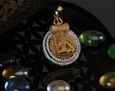 Gold Pendant, Pendant Jewelry, Gold Jewelry, Jewellery Designs, Indian Jewelry, Antique Gold, Pocket Watch, Idol, Diamonds