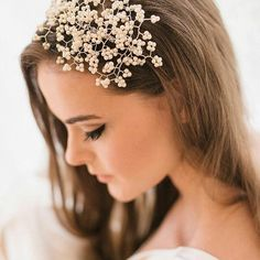 We are proud  to  be  stockists  of  the new collection  from  @katieelizabethoflondon  This stunning piece is the Meribel Pearl Headpiece. #weddinghair #weddinghair #huntthatwedding  #pearls #glamour