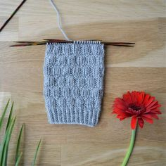 7 helppoa ideaa sukanvarteen - oikea ja nurja silmukka riittävät! Crochet Socks, Knitting Socks, Knitting Stitches, Knit Crochet, Wool Socks, Leg Warmers, Mittens, Slippers, Sewing