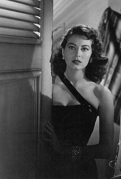 gatabella:  Ava Gardner in the Bribe, 1949