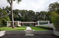 New Canaan Residence, Connecticut real estate, USA - design by Specht Harpman - Connecticut residential development: American home, USA architecture U Shaped House Plans, U Shaped Houses, Bungalows, Modern Exterior, Exterior Design, Architecture Résidentielle, New Canaan, Modern House Design, Beautiful Homes