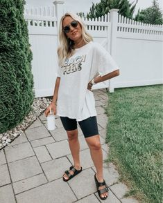 Basic Outfits, Short Outfits, Trendy Outfits, Summer Outfits, Fashion Outfits, Look Con Short, Athleisure Outfits, Cute Comfy Outfits, Women's Summer Fashion
