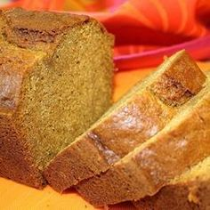 This very moist pumpkin bread, simply seasoned with pumpkin pie spice, really needs no other adornment. Adding cruising is good too! Pumpkin Pie Bread Recipe, Moist Pumpkin Bread, Pumpkin Pie Spice, Pumpkin Recipes, Fall Recipes, Apple Bread, Christmas Recipes, Holiday Recipes, Quick Bread Recipes