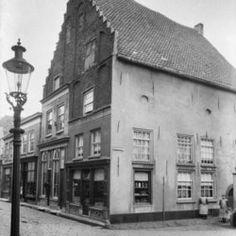 Hoekhuis aan de Weerstraat met trapgevel