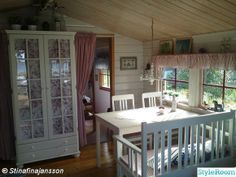 Cute cottage Cottage Living, Country Living, Shabby Chic Dining, Cute Cottage, Cold Night, Old Houses, Dining Rooms, Cottages, Valance Curtains