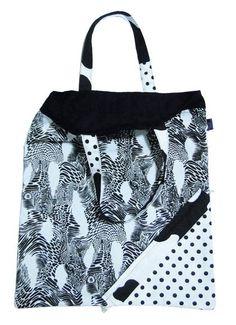 sacola-moranguinho, que fechada é um saquinho em formato de morango e aberta é uma sacola perfeita para carregar suas compras. Prática, compacta e ecológica!
