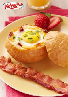 Cheesy Egg-in-a-Bowl – Wow the brunch crowd with a cleverly delicious and easy way to get bacon, egg and toast in every bite! This delicious VELVEETA recipe is sure to get the day started off right.