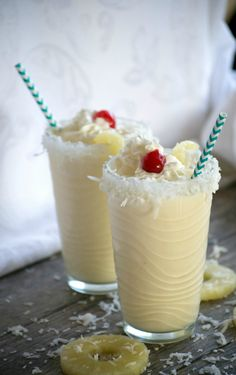 A cold, refreshing taste of the tropics in each sip of these Pina Colada Milkshakes. For non-alcoholic, leave out rum. Fruit Drinks, Smoothie Drinks, Non Alcoholic Drinks, Cocktails, Protein Smoothies, Beverages, Milkshake Recipes, Smoothie Recipes, Pina Colada Milkshake Recipe