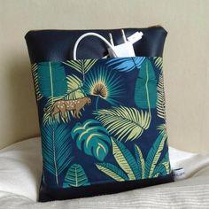 Housse ipad, housse tablette 10 pouces simili cuir bleu marine coton motifs jungle bleu vert beige