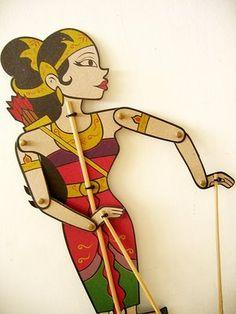 Srikandi, figur kemini wayang kulit / Srikandi, contemporary form of wayang puppet.