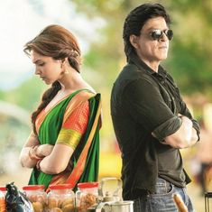 Shahrukh Khan and Deepika Padukone - Chennai Express Thanks to Marjan for sending me this pin. Bollywood Stars, Bollywood Couples, Bollywood Quotes, Imran Khan, Shahrukh Khan, Srk Movies, Monsoon Wedding, Love Wallpapers Romantic, Chennai Express