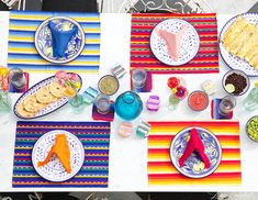 Slideshow: 45 Gorgeous Images To Inspire Your Next Outdoor Summer Soirée Mexican Dinner Party, Cactus Centerpiece, Mini Pinatas, Arts And Crafts, Diy Crafts, Party Rock, Favor Boxes, Holiday Fun, Party Planning