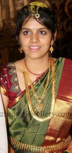 Jewellery Designs: Singer Sowmy Wedding Jewellery