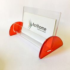 Porta cartões de visita em acrílico  Dimensões:  Altura 6,5cm  Largura 6cm  Comprimento 10cm  Espessura do acrílico 2mm