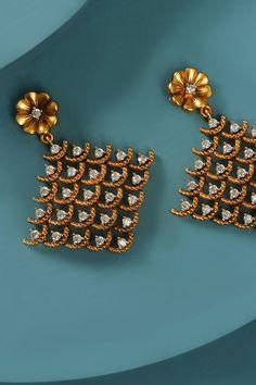 Easy Rangoli Designs Diwali, Simple Rangoli, Indian Jewellery Online, Indian Jewelry, Cocktail Parties, Custom Earrings, Diamond Jewellery, White Stone, Gold Plating
