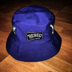 REBEL CLOTH BUCKET HEAD