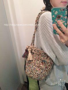 [손뜨개/코바늘] 미도리 미니 숄더앤토트백 : 네이버 블로그 Crochet Handbags, Crochet Purses, Crochet Teddy, Knit Crochet, Yarn Bag, Macrame Bag, T Shirt Yarn, Sewing Techniques, Handmade Bags