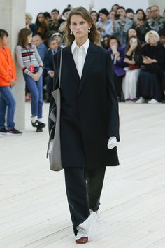 Céline Spring 2017 Ready-to-Wear Collection Photos - Vogue