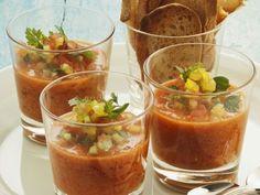 Kalte spanische Gemüsesuppe (Gazpacho) ist ein Rezept mit frischen Zutaten aus der Kategorie Gemüsesuppe. Probieren Sie dieses und weitere Rezepte von EAT SMARTER!