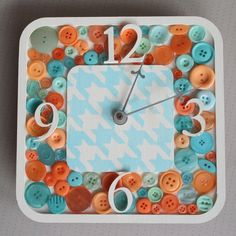 Button Clock - 19 Creative and Funny DIY Projects with Buttons Cute Crafts, Diy Crafts To Sell, Crafts For Kids, Make Your Own Buttons, Unique Clocks, Handmade Clocks, Country Chic Cottage, Diy Buttons, Buttons Ideas