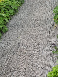 Slate garden path for a very dynamic effect. Use for secondary or tertiary paths on a system. Not for high traffic.