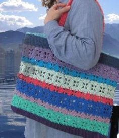 Extra Large Bellagio Tote   Free Pattern / FaveCrafts.com