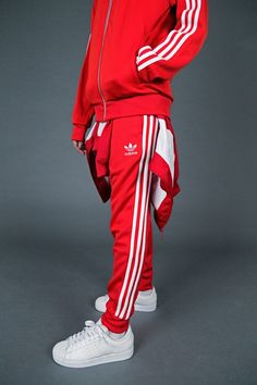 Marking the tracksuit's ongoing significance in sport, style and culture, adidas has named Friday November as and they're inviting everyone to get involved. adidas has colla… Jogging Adidas Rouge, Red Adidas Tracksuit, Sporty Outfits, Fashion Outfits, Adidas Originals, Track Suit Men, Adidas Outfit, Mode Streetwear, Sportswear