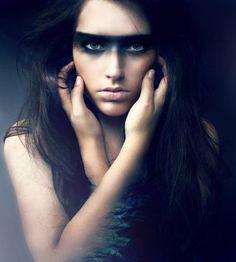 female warrior makeup - Beautiful photography of women Self Portrait Photography, Photography Women, Fashion Photography, Makeup Photography, Photography Ideas, Looks Halloween, Halloween Makeup, Halloween Eyes, Photoshoot Inspiration