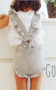 This post was discovered by ma Crochet Baby Pants, Knitted Baby Clothes, Knitted Romper, Crochet Girls, Baby Kids Clothes, Crochet Clothes, Knit Crochet, Knitting For Kids, Baby Knitting Patterns