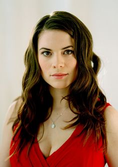 I LOVE Hayley Atwell. She's Red Hot. RAWR! ;D