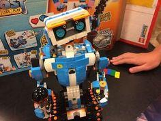 Young robotics fans