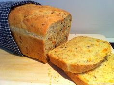 Kristins Middagstips: Saftig gulrotbrød Bread Recipes, Cooking Recipes, Norwegian Food, Norwegian Recipes, Cornbread, Banana Bread, Food And Drink, Keto, Favorite Recipes