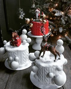 The Ugly Sweater Cake Noel Christmas, Christmas Goodies, Christmas Desserts, Christmas Treats, Christmas Baking, Fun Desserts, Christmas Cakes, Pretty Cakes, Beautiful Cakes