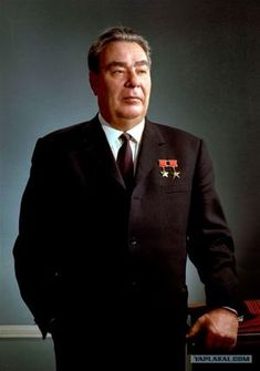 Brezhnev was the leader of the communist party of Russia from his election till his death. He expanded the Soviet Union's influence and military during his presidency. Celebridades Fashion, Stalinist, Real Politics, Communism, World Leaders, Cold War, World History, Historical Photos, People