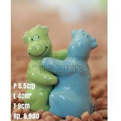 Souvenir Tempat lada/garam Sapi, terbuat dari bahan keramik, warna bisa pesan ( cek pilihan warna) Pengerjaan 6mgg . . Rp. 8.900/pasang Termasuk sablon dan kemasan plastik . . Untuk pertanyaan/order silahkan langsung menghub admin Kami WA 0881.261.6288 (setiap hari ) WA 0821.3477.0484 (khusus senin-sabtu jam 08.00-16.00)  #souvenirmug #souvenirlucu #souvenirmurah #souvenirpouch #souvenirdijogja #souvenirwedding #souvenirultah #souvenirnikah #souvenirpernikahan #souvenirulangtahun…