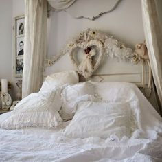 White shabby chic bedroom by Naniacjack