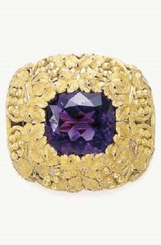 AN AMETHYST AND GOLD BROOCH, BY LOUIS COMFORT TIFFANY, TIFFANY & CO. Centring upon a cushion-cut amethyst within a textured gold leaf and berry frame, mounted in gold, circa 1910 By Louis Comfort Tiffany; signed Tiffany & Co.  Arts & Crafts