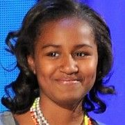President Barack Obama may have used his farewell speech to praise his two daughters, Malia and Sasha, but one of them wasn't even there! Barack Obama Family, Malia Obama, Michelle And Barack Obama, Obamas Family, Obama Daughter, First Daughter, First Black President, Mr President, Black Presidents