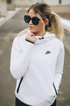 Cara Loren : Nike jacket | Nike pants | Nike shoes