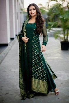 Keerthy Suresh Beautiful HD Photoshoot Stills & Mobile Wallpapers HD Indian Designer Outfits, Indian Outfits, Designer Dresses, Dress Indian Style, Indian Wear, Abaya Style, White Off Shoulder Dress, Saree Hairstyles, Party Kleidung