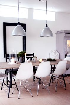 love this atmosphere, modern plus rustic simple table