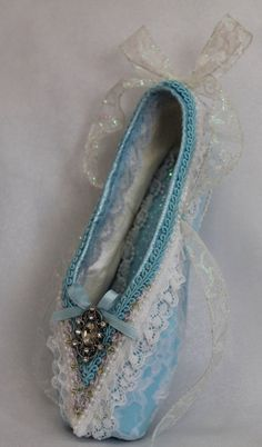 This intricately decorated ballet shoe makes the perfect gift for that special memory on stage. Made from a WORN pointe shoe that has been carefully embellished, it evokes the spirit of the dance. ☆ It measures approximary 10x3. There is a small loop on the back of shoe for hanging. ☆ I can customize the shoe to fit your specific role or craft it from your own pointe shoes. Please contact me if you need a customized order.