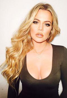 Blonde curly hair goals || Khloe Kardashian